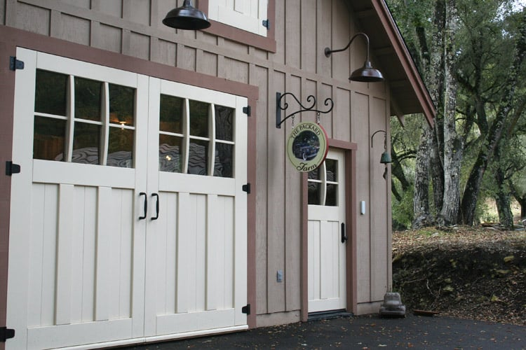 Gentil Craftsman Entry (ECTL04) In Alamo, California With A Craftsman Carriage Door