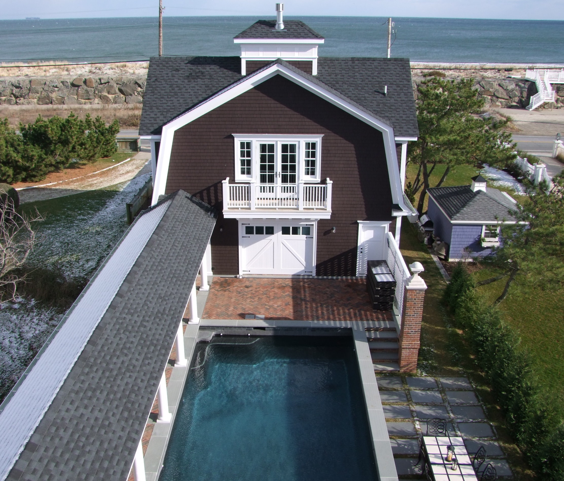 104. White Classic Z Brace (CL01) on a beautiful seaside house.